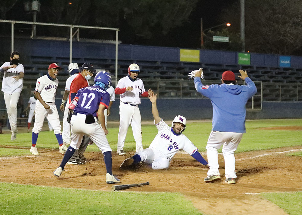 Grand Slam y Yankis se acercan a la gran final